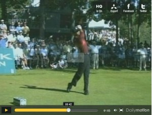 Fin du swing de golf de Tiger Woods